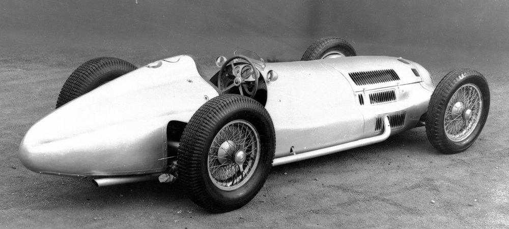 Racing car with well-balanced weight distribution: Mercedes-Benz W 154 of 1938.