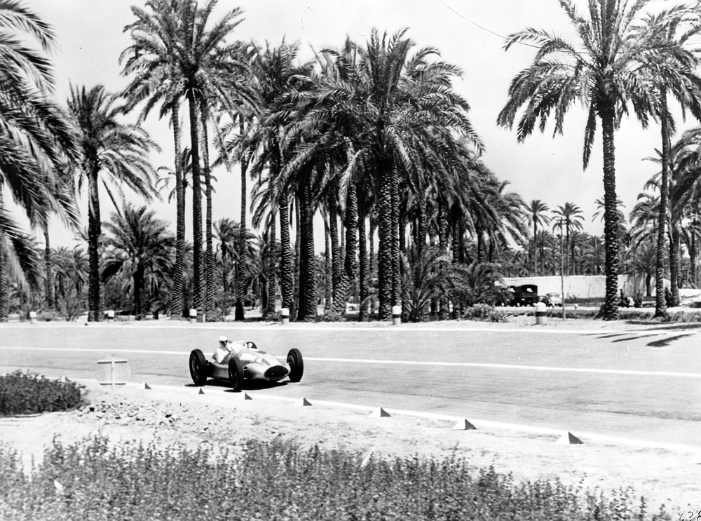 Tripoli Grand Prix, May 7, 1939: Hermann Lang won the race at the wheel of the Mercedes-Benz W 165 racing car.